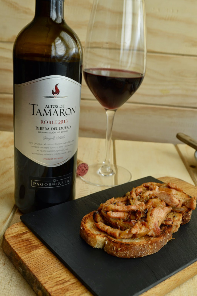 Toast Of Turkey Onion And Blue Cheese With Altos De Tamaron Roble